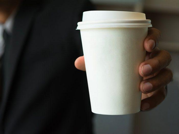 N'achetez pas de boisson à base de café dans les stations-service.