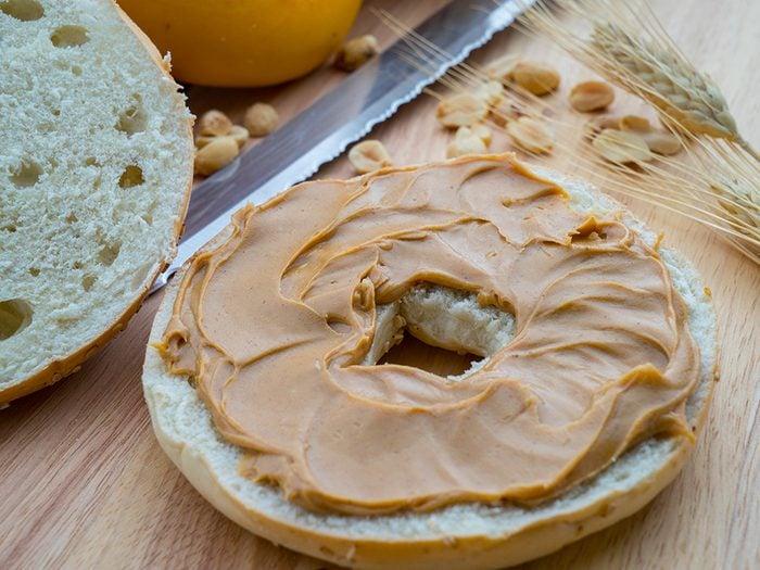 Vacances en famille: la solution du bagel au beurre d'arachide.