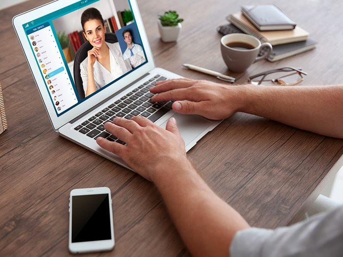 Anxiété et dépression: rencontrez votre psychologue en vidéoconférence.