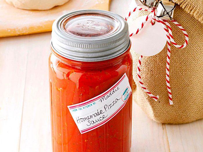 La sauce tomate (en conserve ou en pot) est l'un des aliments non périssables à toujours avoir dans son garde-manger.