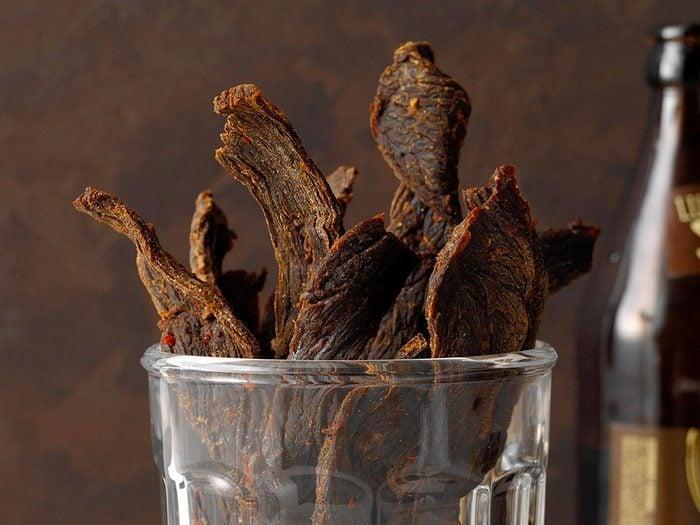 La viande séchée est l'un des aliments non périssables à toujours avoir dans son garde-manger.