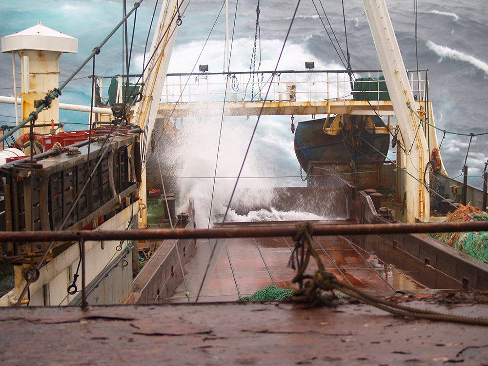 Bateaux de pêche: le bateau continue de couler.