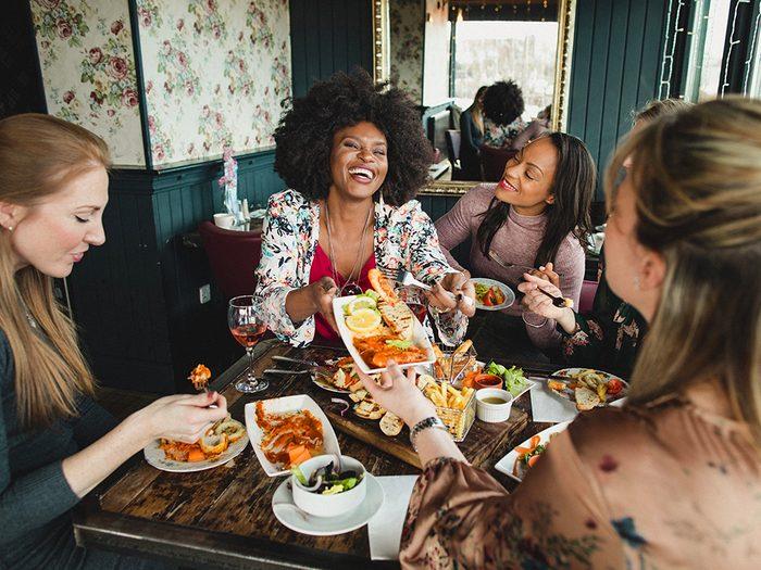 Manger à l'extérieur est l'une des choses du quotidien que nous ne tiendrons jamais plus pour acquises.