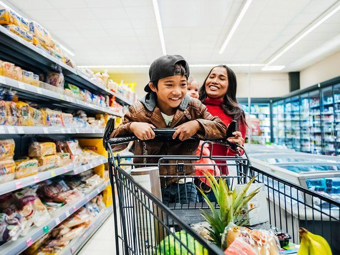 Faire l'épicerie sans crainte est l'une des choses du quotidien que nous ne tiendrons jamais plus pour acquises.