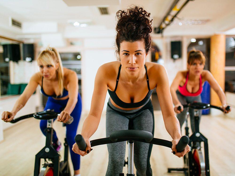Suivre un cours de «spinning» au gym est l'une des choses du quotidien que nous ne tiendrons jamais plus pour acquises.