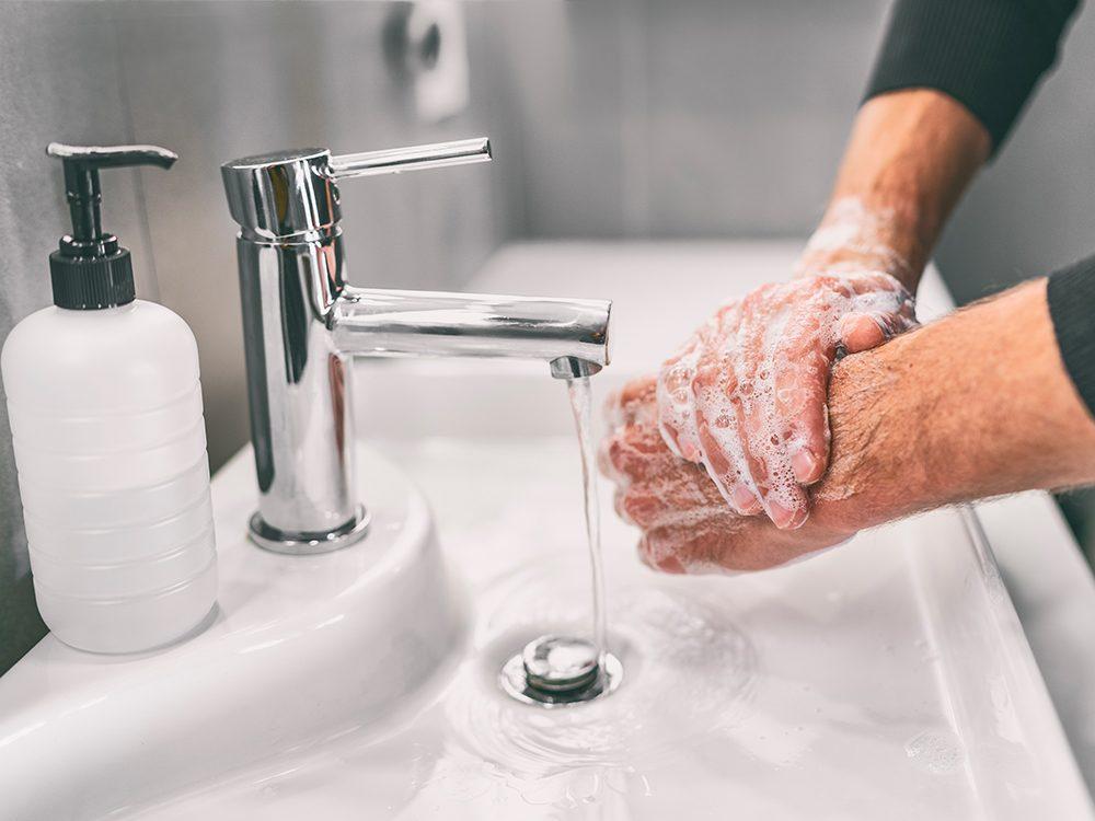 Covid-19: beaucoup de gens ne se lavent pas les mains assez longtemps.