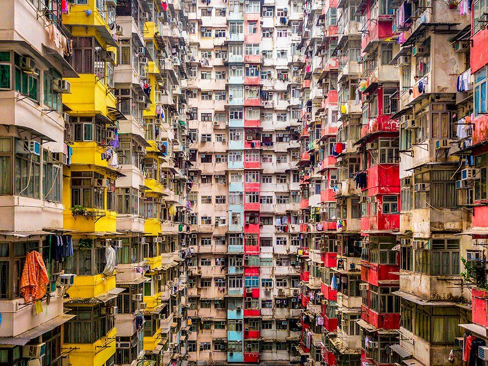 Densité de population: l'immeuble Yick Fat de Hong Kong compte des milliers d'habitants.