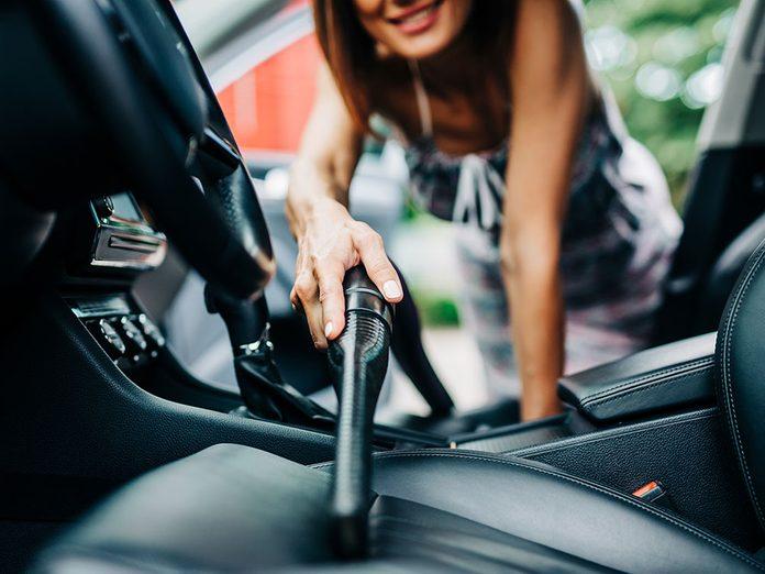 Du bicarbonate de soude pour laver sa voiture et chasser les mauvaises odeurs.