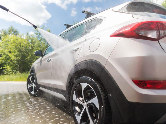 Les trucs inusités pour laver sa voiture.