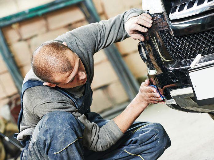Laver sa voiture avec de l'huile de lin.