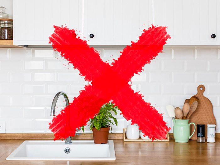 N'utilisez pas de lingettes antibactériennes sur les comptoirs de cuisine.