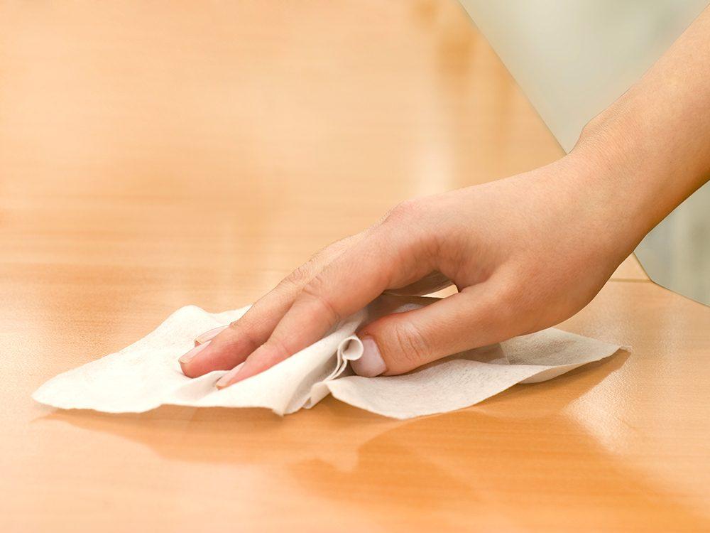 Ne gaspillez pas vos lingettes antibactériennes.