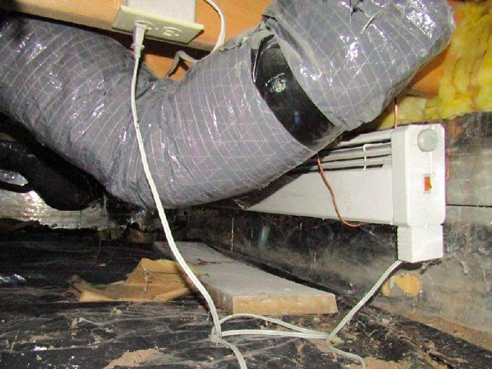 N'essayez pas cela à la maison: la plinthe chauffante pour vide sanitaire.