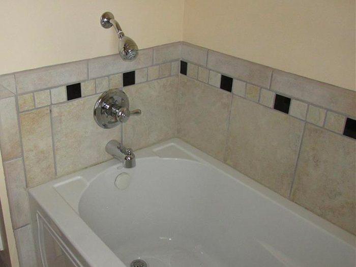 N'essayez pas cela à la maison: une douche toute droite sortie du pays des Munchkins.
