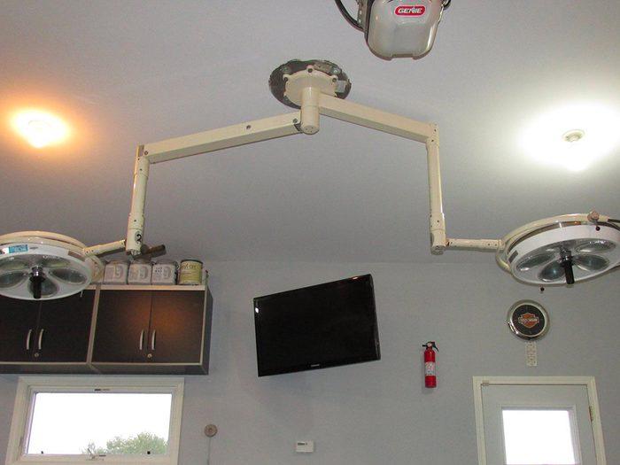 N'essayez pas cela à la maison: un garage équipé pour les chirurgies électives.