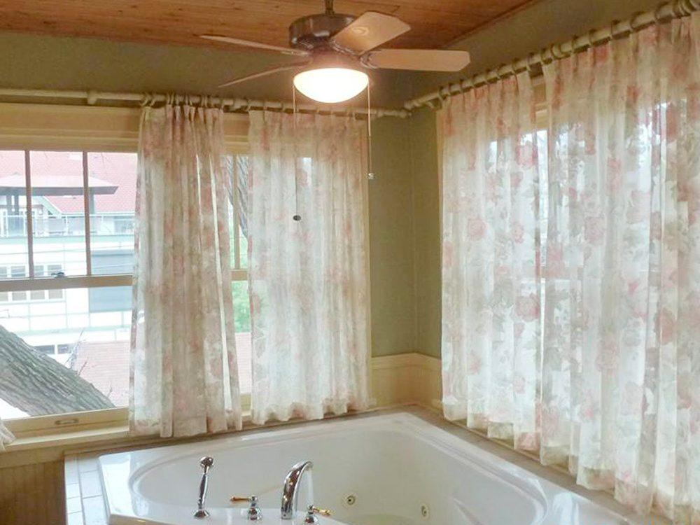 N'essayez pas cela à la maison: le ventilateur au dessus du bain.