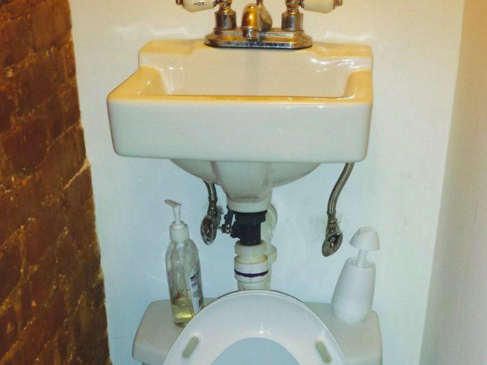 N'essayez pas cela à la maison: gain de place dans la salle de bain.
