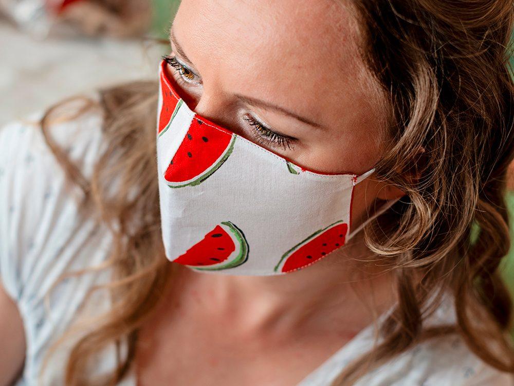 Coronavirus: degré d'efficacité d'un masque de protection fait maison.
