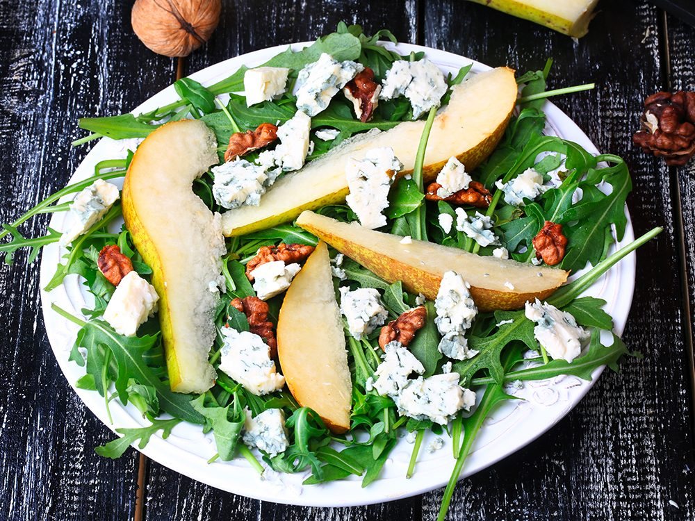 Ajoutez à vos salades des pignons et des tranches d'orange et des noix de pacane par exemple.