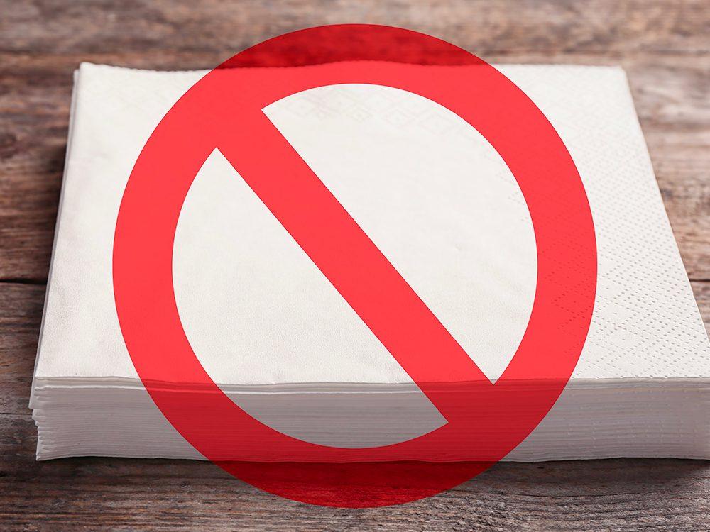 Alternative au papier de toilettes: les serviettes de table.