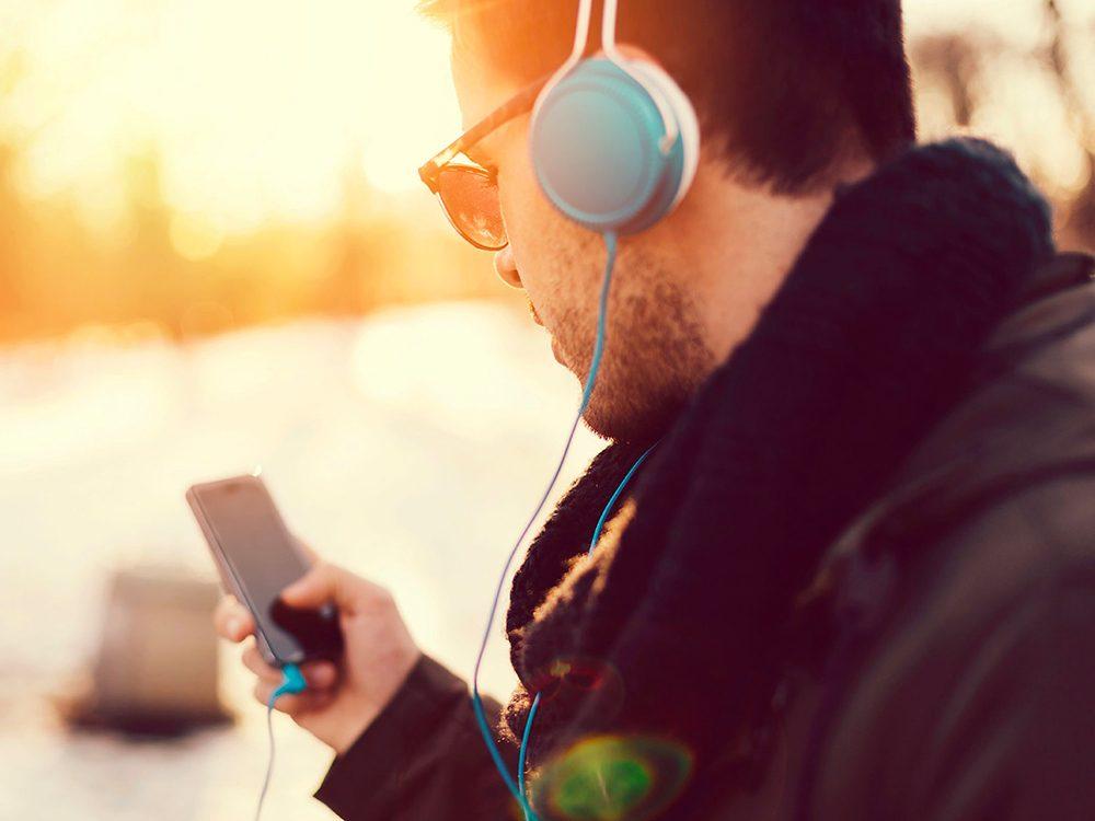 Signes d'une perte d'audition: vos oreilles tintent ou bourdonnent.