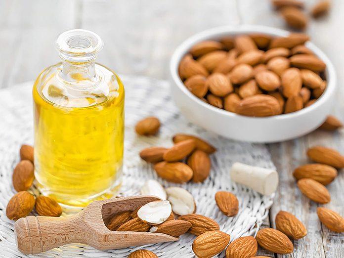 Un traitement aux huiles naturelles pour réparer des cheveux abimés.