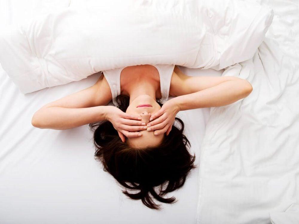 Pourquoi se réveille-t-on en pleine nuit: vous êtes très stressé.