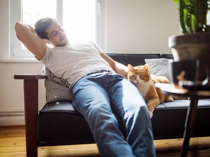 Passez du temps avec un animal de compagnie si vous êtes aidant naturel.
