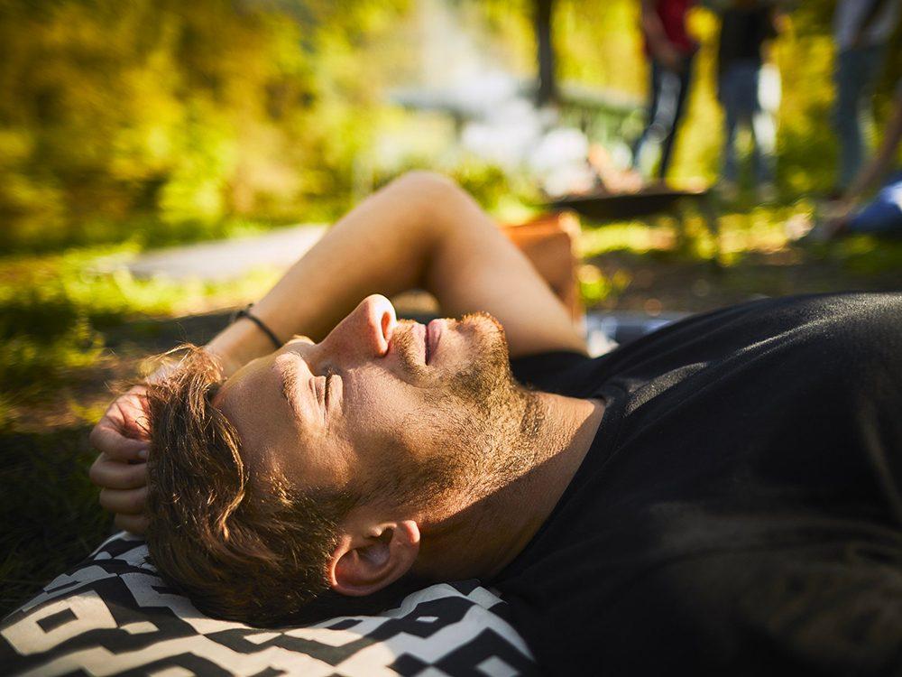 La lumière du soleil peut provoquer des allergies.