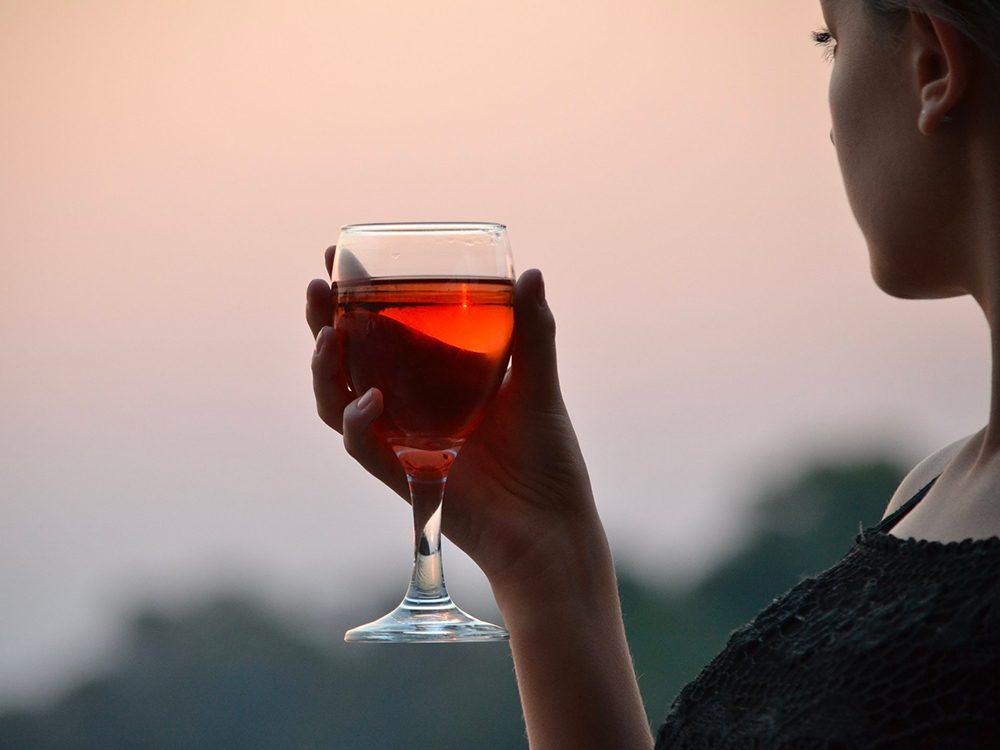 L'alcool peut provoquer des allergies.
