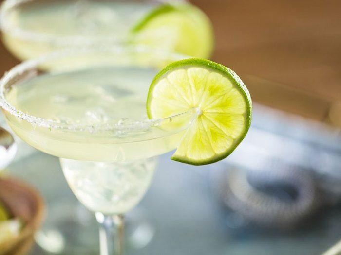 Risque de coup de soleil: vous buvez une margarita.