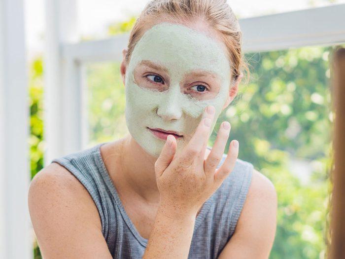 Risque de coup de soleil: vous adorez votre nouveau masque exfoliant.