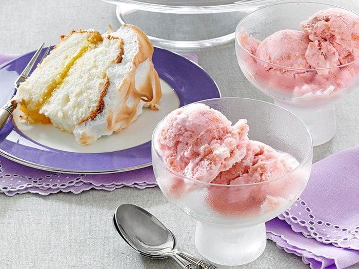 Recette de crème glacée à la rhubarbe.
