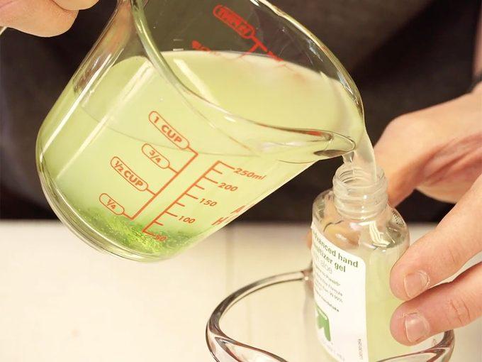 Comment faire son propre désinfectant pour les mains (rapide et simple).