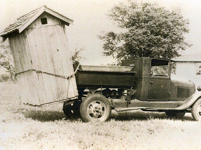 Les premières toilettes de la famille, une révolution en terme d'hygiène.