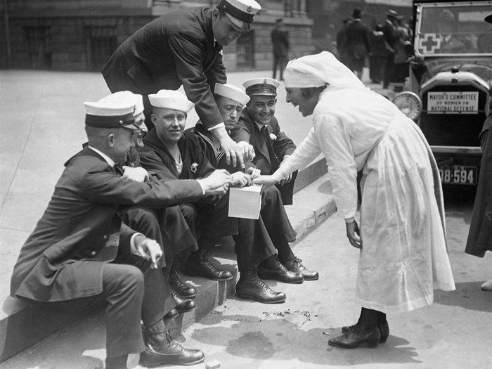 Les infirmières récoltaient les dons.