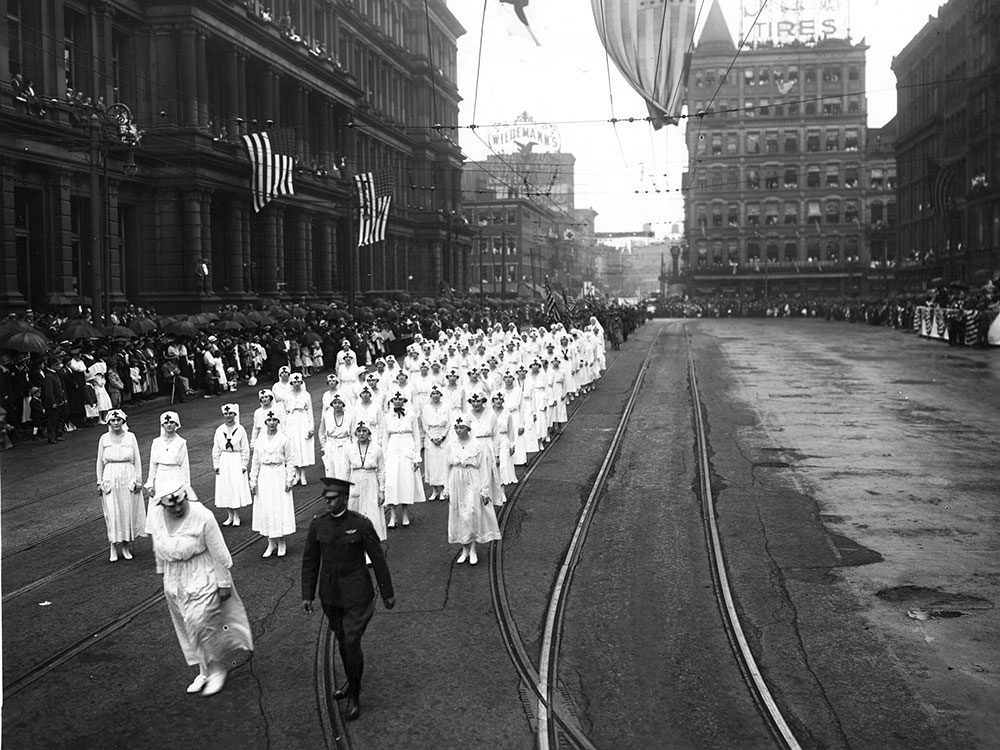 Les gens considéraient également les infirmières comme des héros.