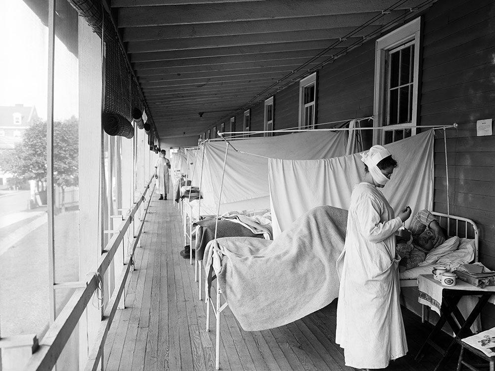 Les infirmières faisaient la tournée des malades.