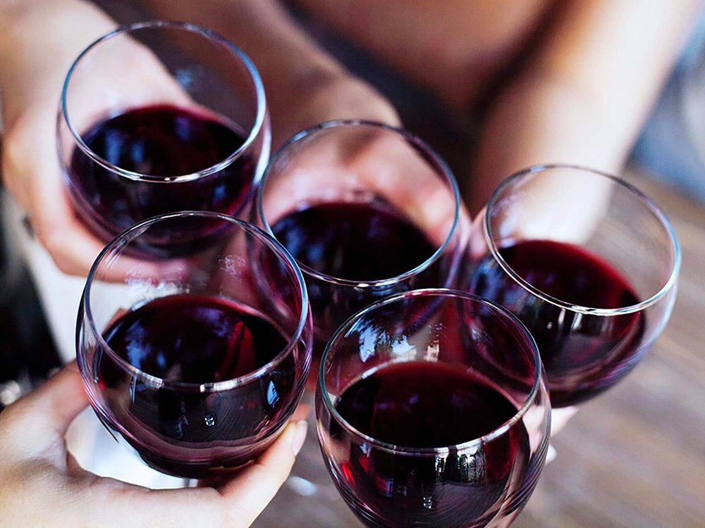 Limitez l'alcool pour prévenir la maladie d'Alzheimer.