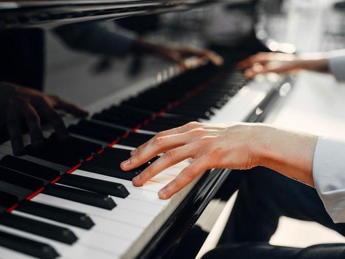 Faites chanter les circuits cérébraux pour prévenir la maladie d'Alzheimer.