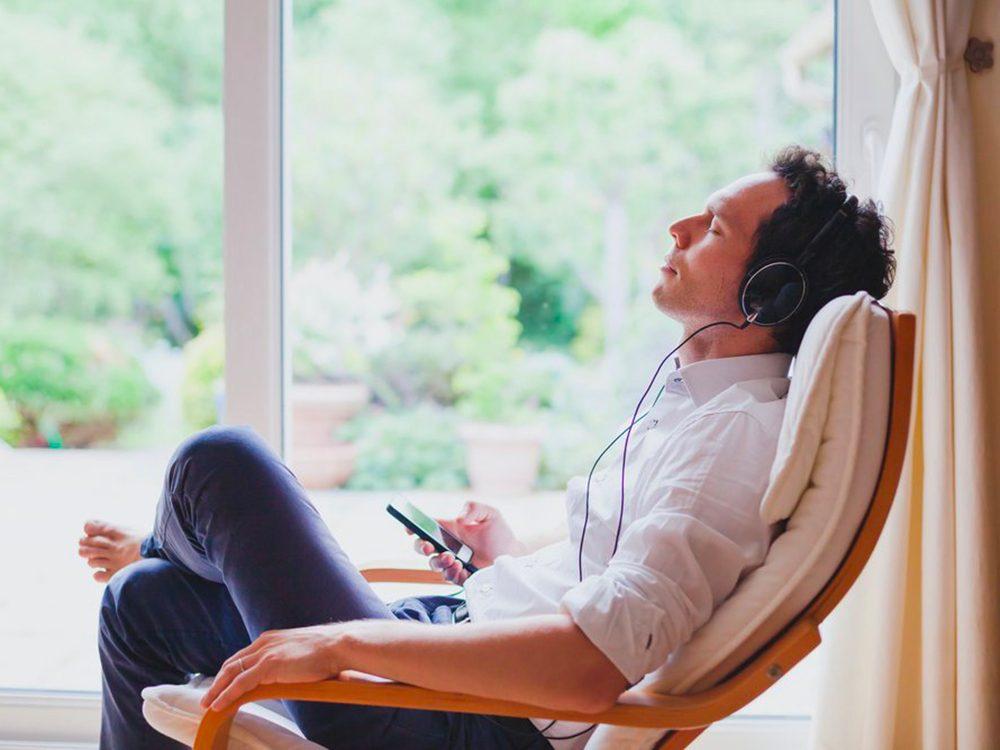 Utilisez des écouteurs pour prévenir la maladie d'Alzheimer.