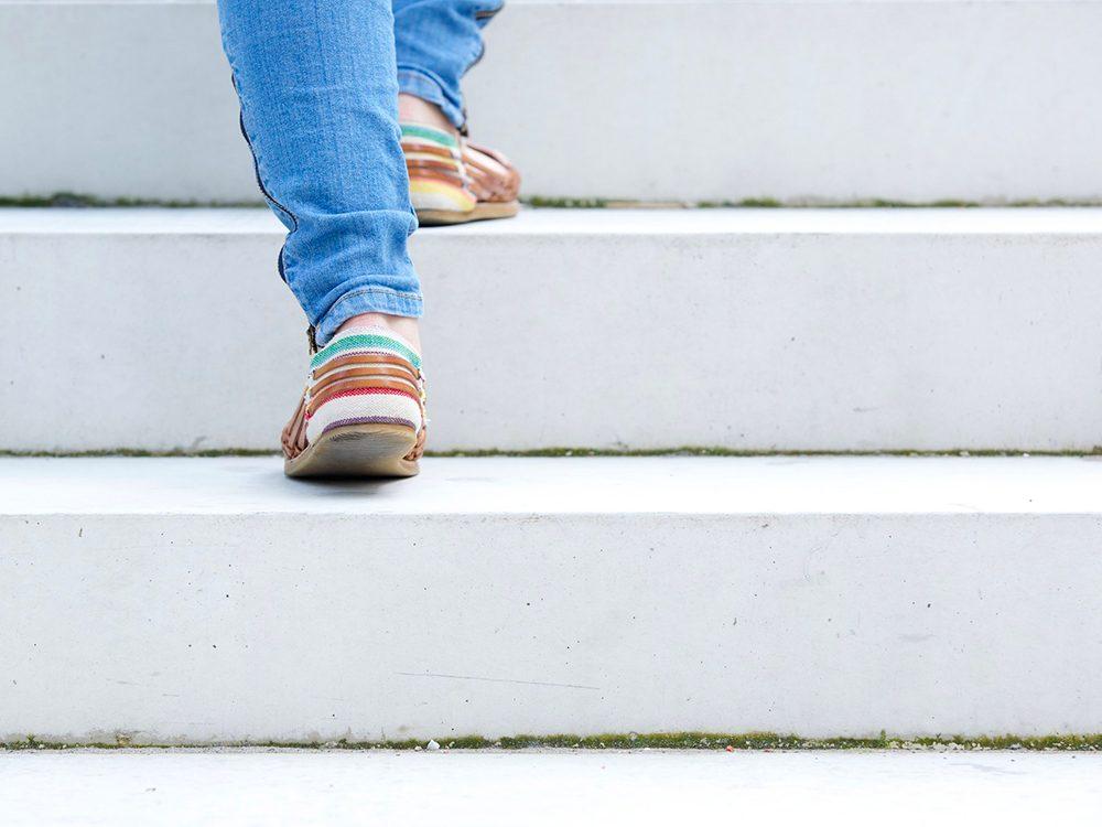 Augmenter l'intensité votre rythme quand vous marchez.