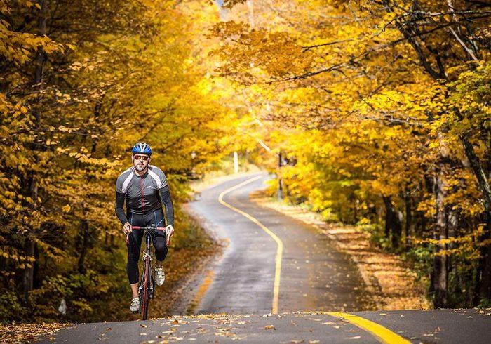 La piste cyclable le tour des deux lacs à Saint-Donat (Lanaudière).