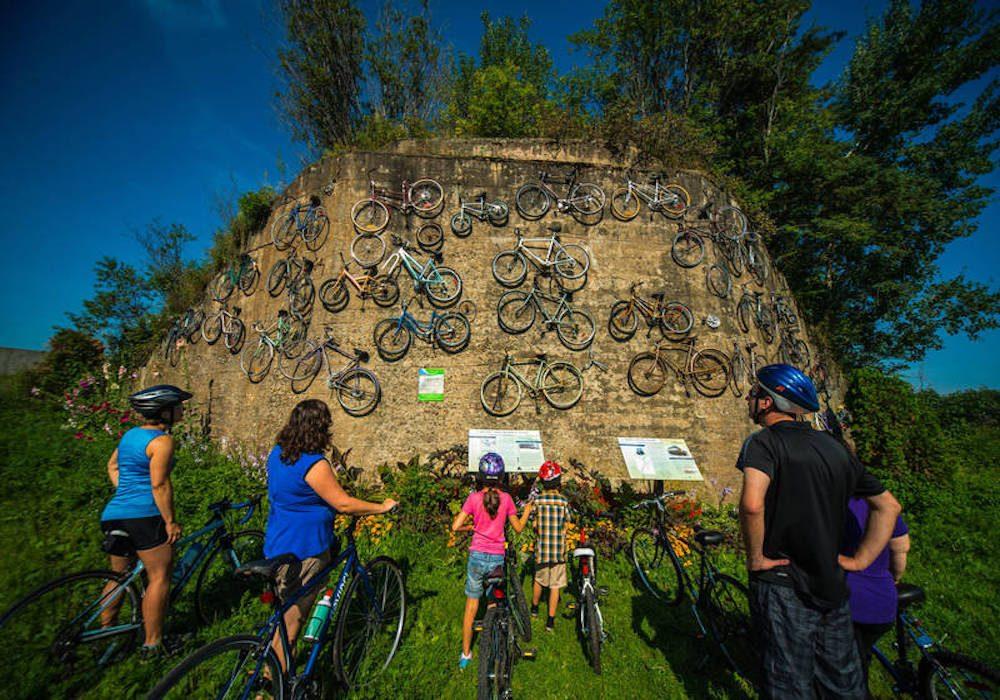 La piste cyclable la Cycloroute de Bellechasse (Chaudière-Appalaches).