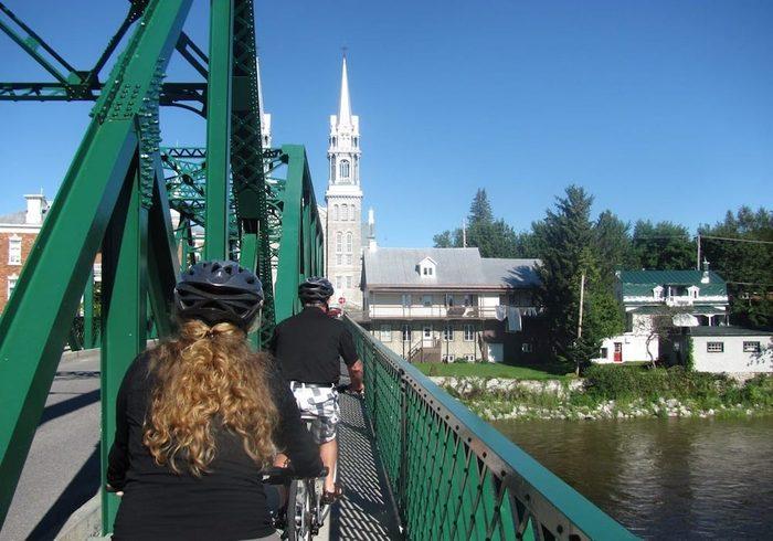 La piste cyclable la Véloroute portneuvoise (Capitale-Nationale).