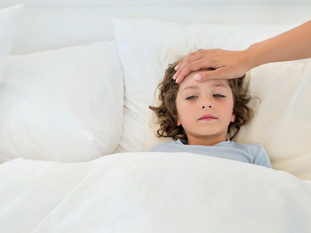 Le syndrome du choc toxique est l'un des symptômes de la COVID-19.
