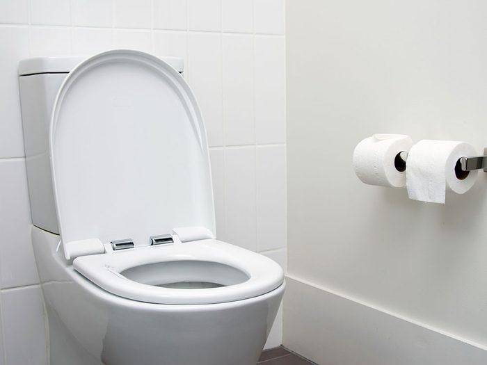 Diarrhée, nausées, vomissements et diminution de l'appétit font partie des symptômes de la COVID-19.