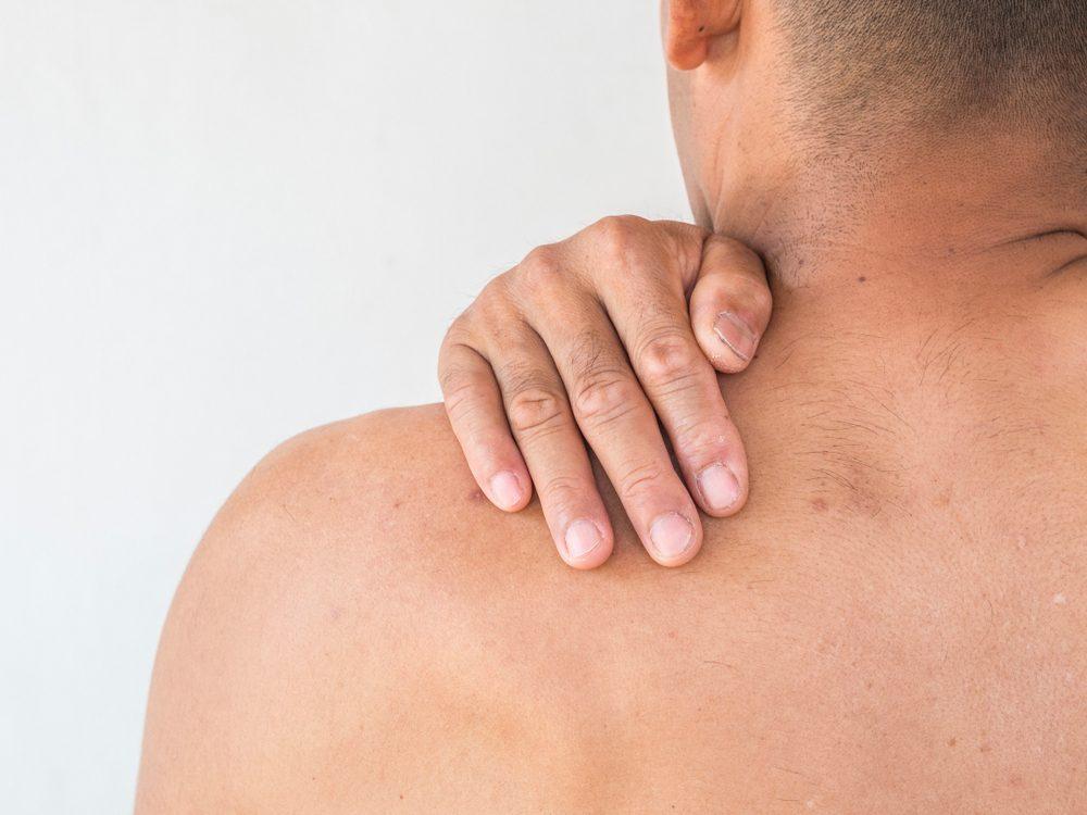 Un mal de dos comme symptôme.
