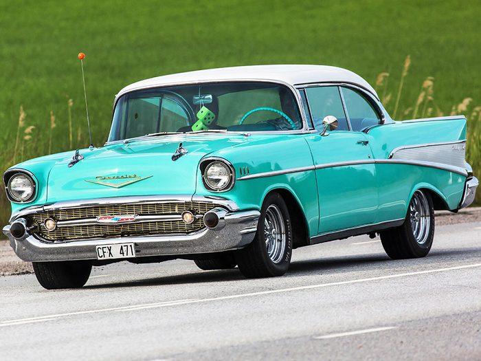 La voiture Chevrolet Bel-Air est sortie entre 1954 à 1955.