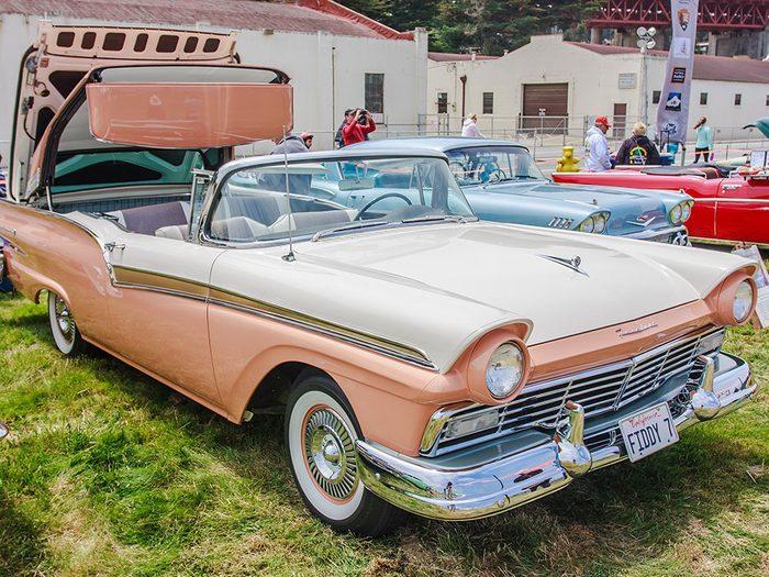 La voiture Ford Skyline est arrivée en 1957.